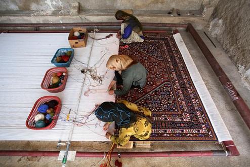 Persian Carpet Making 400x267 - The History of Persian Art