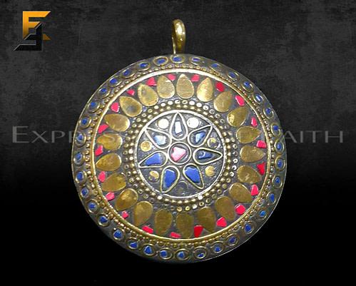 Sindhi Mosaic Round Pendant